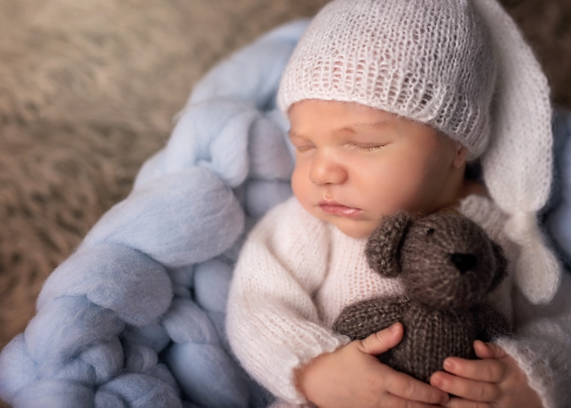Lifestyle Photography, sleeping baby with bear